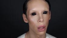 《扒神嗨评》22岁男子整容上百次就想当外星人