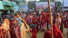 印度奇葩节日妇女棒打男人