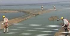 """风中信步 80米高空""""走钢丝"""""""