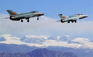 老歼7战斗机在新疆发挥余热