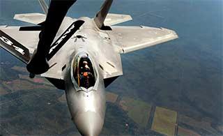 四架F22在澳大利亚空中加油
