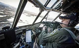 C130运输机驾驶舱视野真宽阔