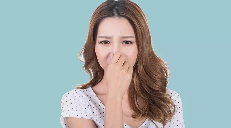 捏鼻子能让鼻梁变高?乱捏鼻子至少有 4 种危险……