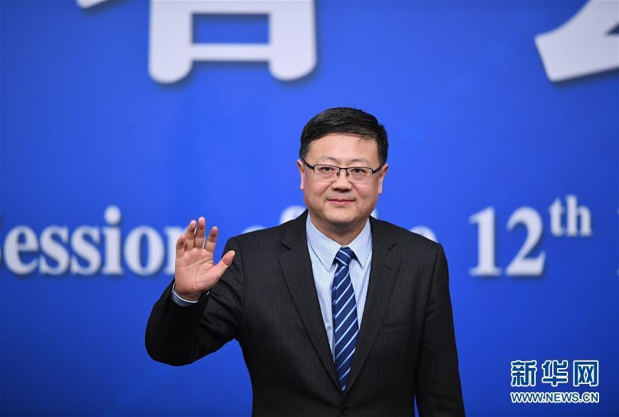 """环保部部长陈吉宁就""""加强生态环境保护""""答记者问"""