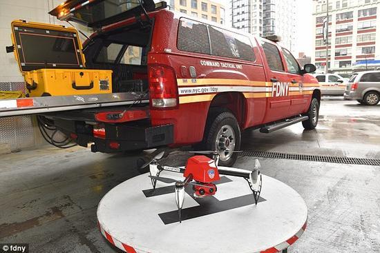 一台将近60万元 纽约市消防局使用无人机灭火
