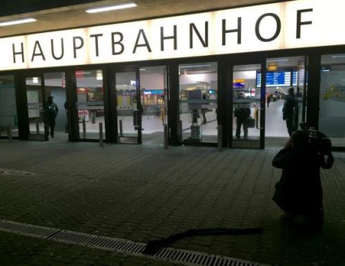 男子持斧袭击德国火车站人群致7伤 或有心理问题