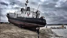 """英海岸惊现海军""""幽灵船"""" 船员乘客均销声匿迹"""