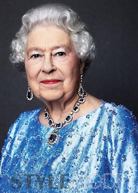 """英国女王拥有的那些""""惊人""""的项链"""