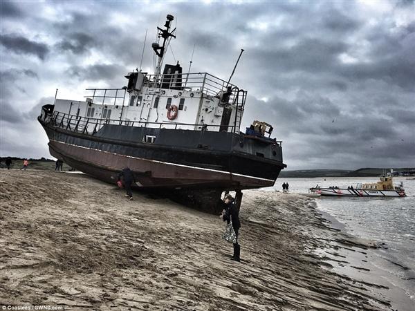 英国滩头漂来80吨幽灵船:1965年下水