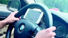 """司机停高速打手机麻将 遇查回应""""还有两圈"""""""