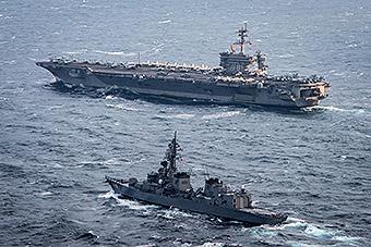 美航母战斗群与日舰在东海大秀肌肉