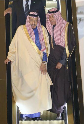 沙特阿拉伯国王访日抵达机场 日本皇太子前往迎接