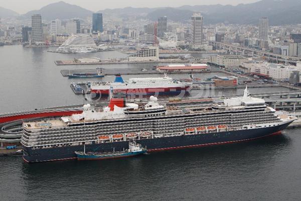 伊丽莎白女王号豪华游轮在日本神户港口停泊(图集)