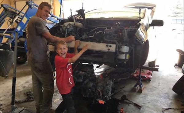 美8岁男童独自用千斤顶抬起汽车勇救被压父亲