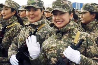 高颜值!来自邻国哈萨克斯坦的漂亮女兵