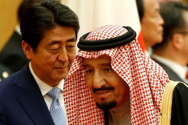 沙特国王萨勒曼会见安倍 疑面露不悦