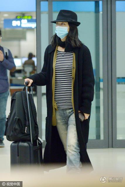 汤唯机场遮面现身口罩小肚上衣显视频微凸幼儿攀爬横格