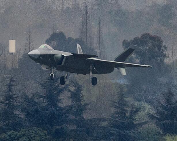 中国歼20战机将换装国产发动机 性能获极大提升