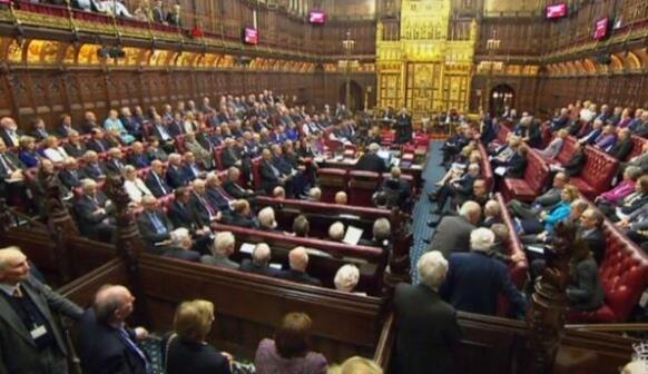 英国上议院投票支持授权政府启动脱欧程序