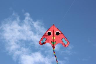 一只风筝逼停青岛多个航班 距机场跑道仅几百米