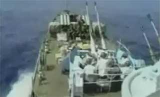 向29年前守卫赤瓜礁英雄致敬