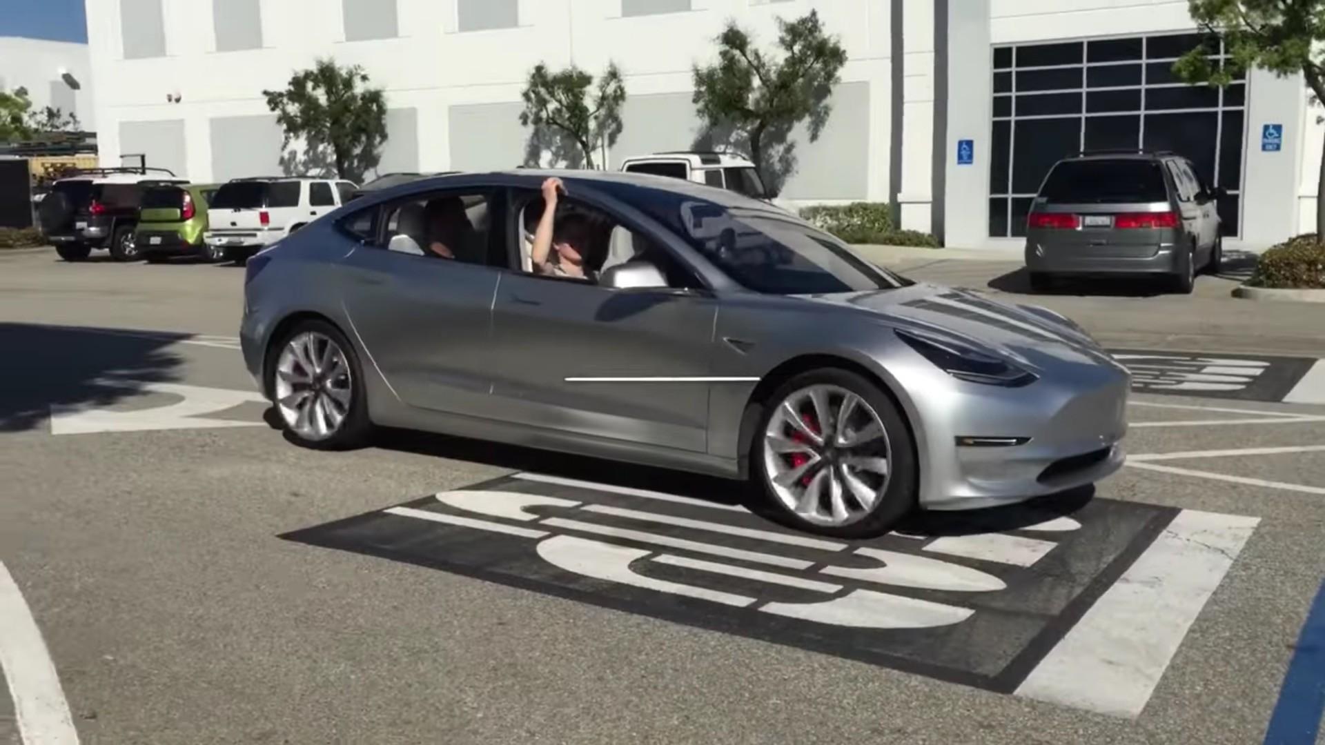 特斯拉Model 3原型车街拍 将于7月投产