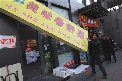 多家外卖店被曝资质造假 无证商家借证上线外卖平台
