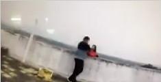 女子欲跳楼逼丈夫就范 被救下后怨民警来得太快