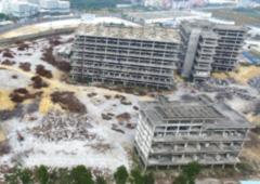 """深圳""""最大""""烂尾楼群荒置13年后终被拆"""