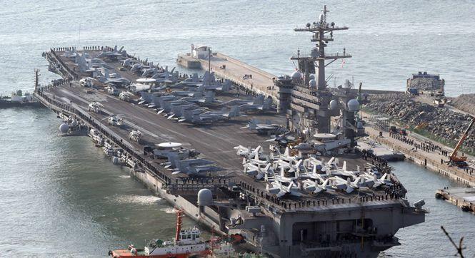 """美韩举行""""关键决断""""联合军演 卡尔文森号航母驶入釜山港"""