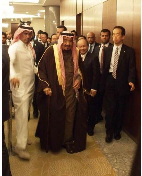 """孙正义会见沙特国王承诺投资 向其赠送人形机器人""""Pepper"""""""