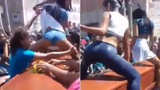 南美一葬礼上两女子骑跨棺材跳甩臀舞