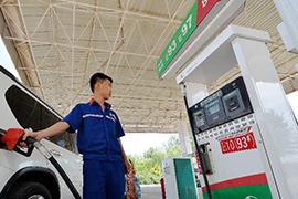 国内成品油价格鸡年首降各地油价稳居六元时代