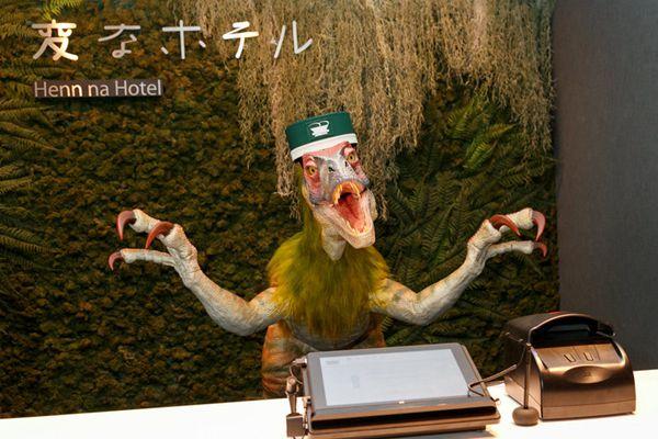 日本机器人酒店分店开业 机器人中日英三语全程服务