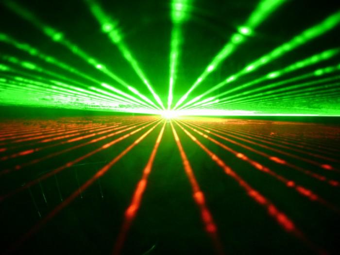激光研究让电脑性能可以提升10万倍