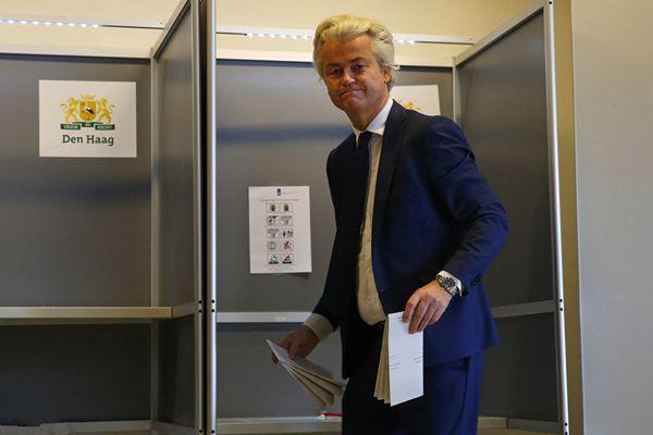 """荷兰举行议会选举 荷版""""特朗普""""现身投票"""