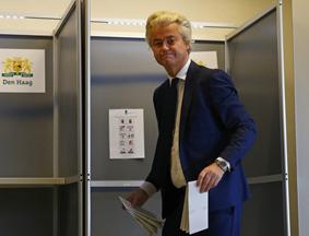 荷兰举行议会选举 威尔德斯现身投票
