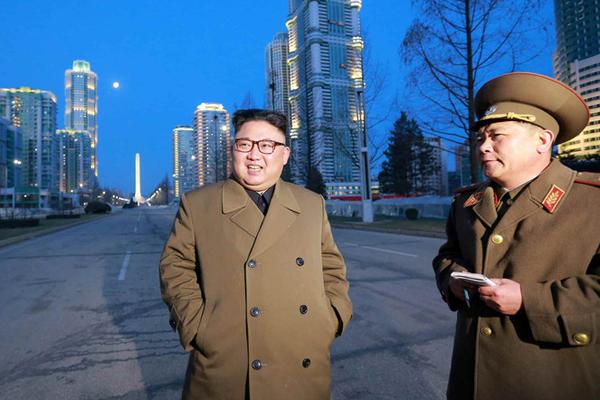 金正恩再次视察朝鲜平壤黎明街建设工地