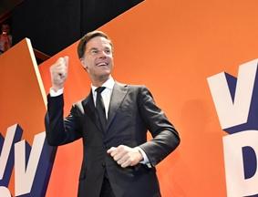 """荷兰首相吕特赢得大选 荷版""""川普""""仅获19席位"""