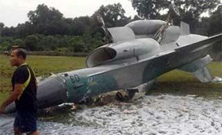 印尼F16摔成这样飞行员没受伤