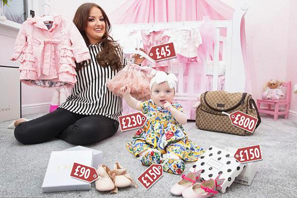 富养?英母亲省吃俭用每月为女儿购买奢侈品童装