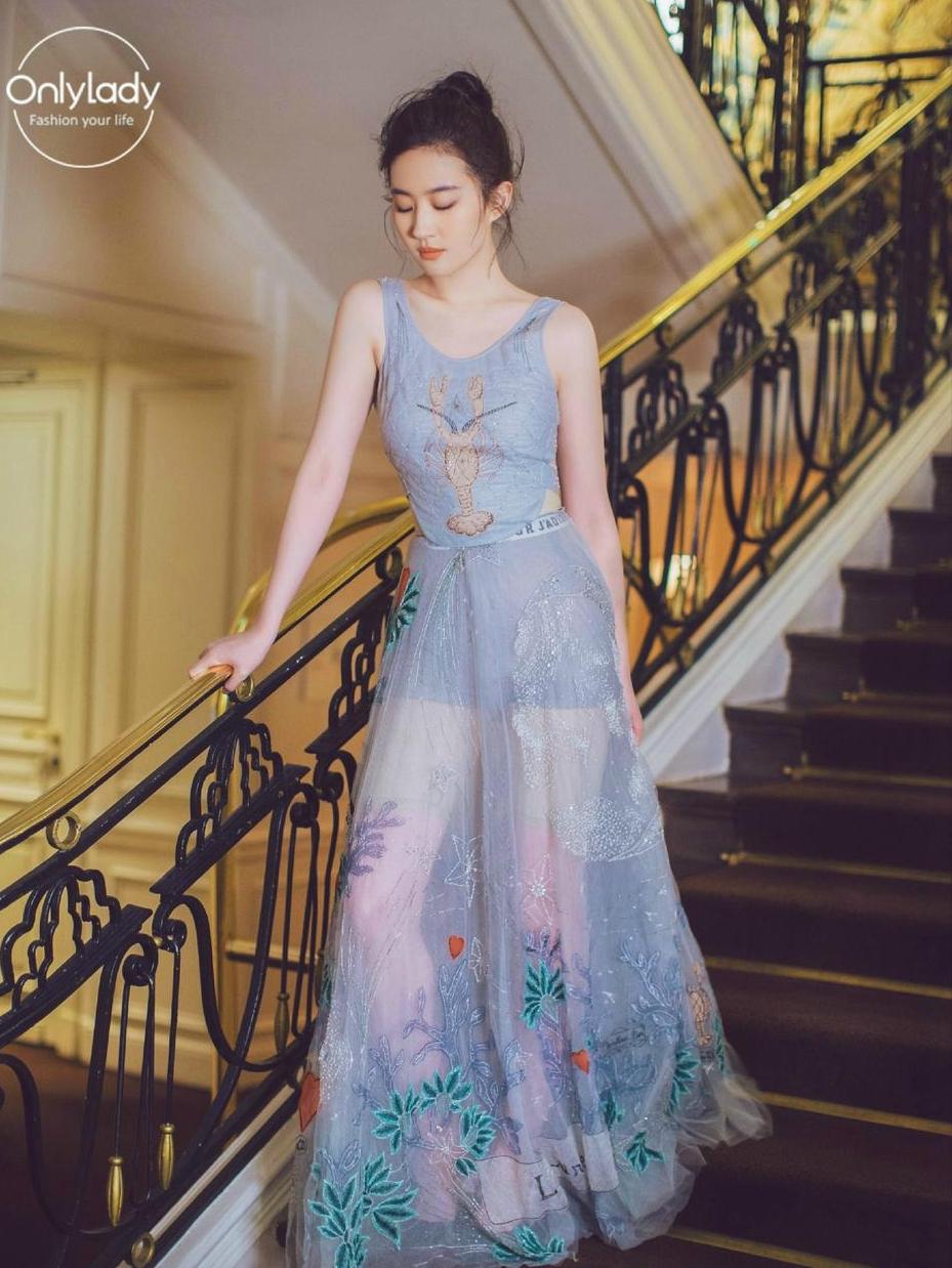 刘亦菲写真仙气十足 白色透视短裙清新甜美