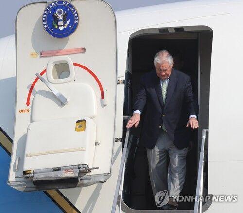 韩媒:美国务卿抵韩转乘直升机直奔朝韩非军事区