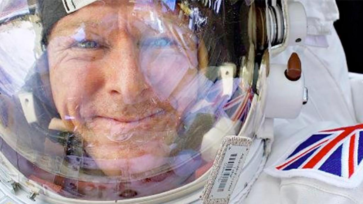 三星VR头盔 让你在伦敦博物馆体验太空