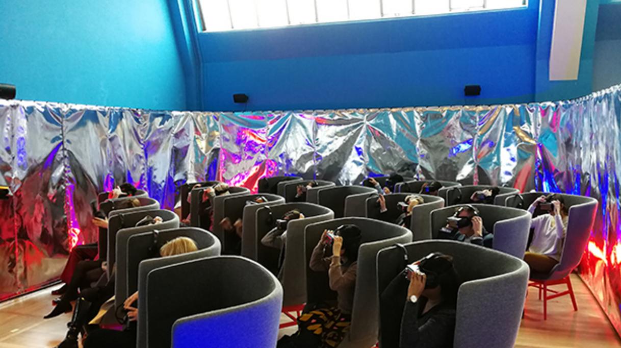 三星VR头盔_让你在伦敦博物馆体验太空_