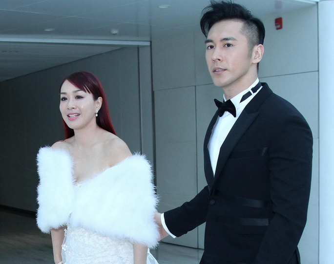 嫁了又嫁?钟丽缇再披婚纱与老公张伦硕捞金