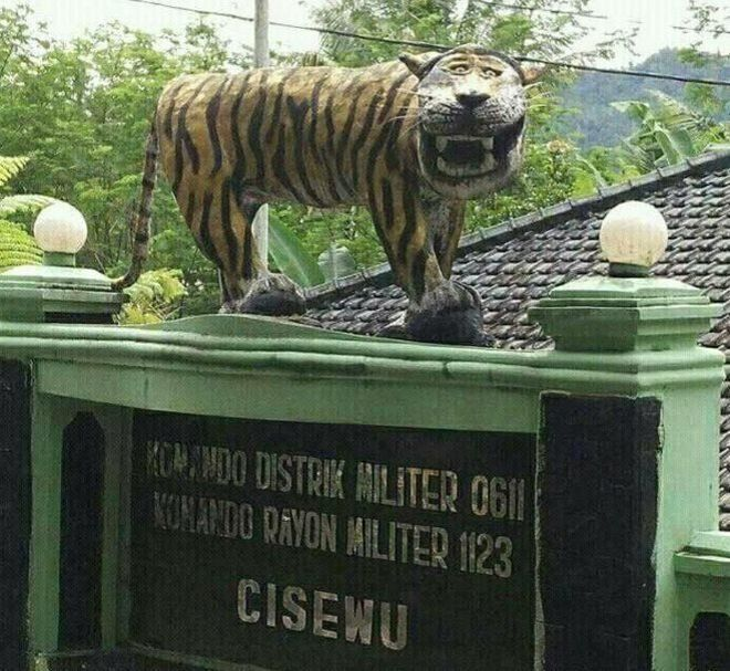 印尼一座滑稽老虎雕像被摧毁