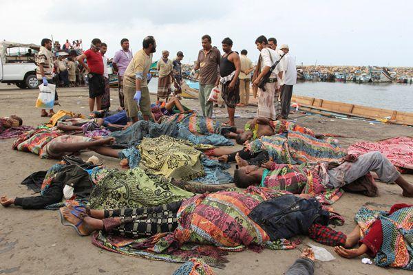 也门一艘载有索马里人船只遭直升机袭击 31人死亡
