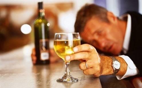 酒再好也得先吃饭!你想象不到,空腹饮酒竟有这么大的危害