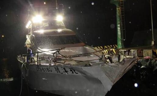 台海军又出丑,继雄三误射后,导弹快艇又撞上娱乐渔船!
